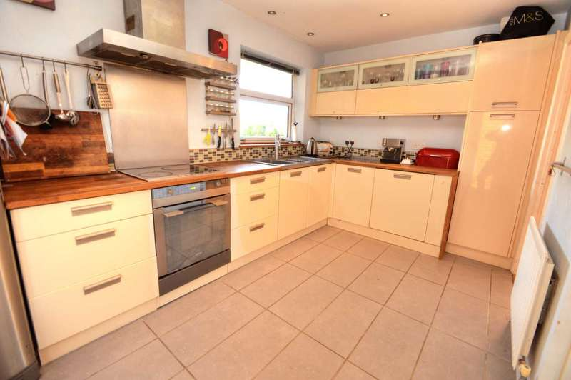 3 Bedrooms Detached Bungalow for sale in Parton Close, Wendover