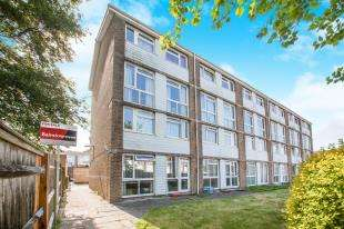 2 Bedrooms Maisonette Flat for sale in Florida Close, Dover, Kent