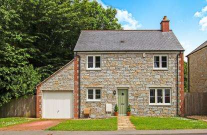 3 Bedrooms Detached House for sale in Duporth, St. Austell, Cornwall