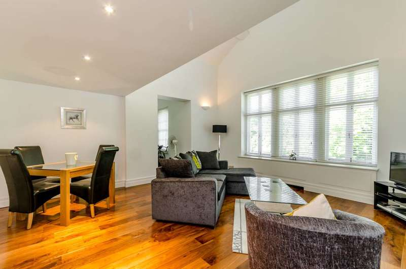 2 Bedrooms Flat for sale in Wimbledon Park Side, Wimbledon Common, SW19