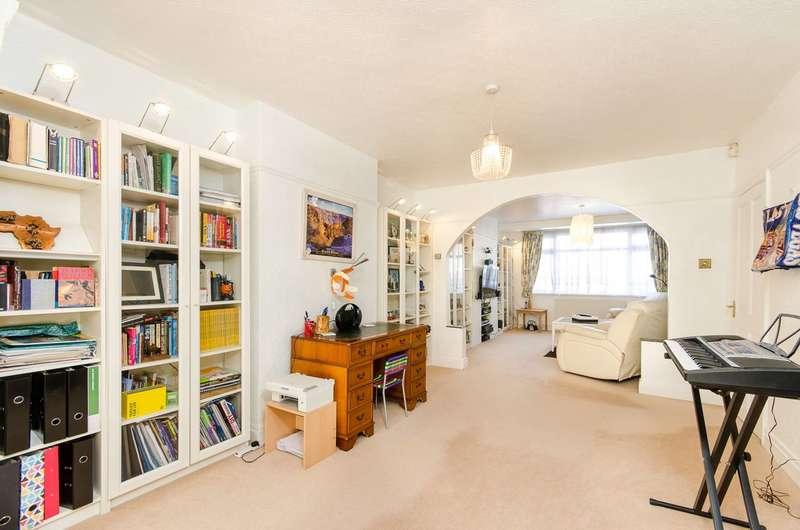 3 Bedrooms Semi Detached House for sale in Tilehurst Road, Cheam, SM3