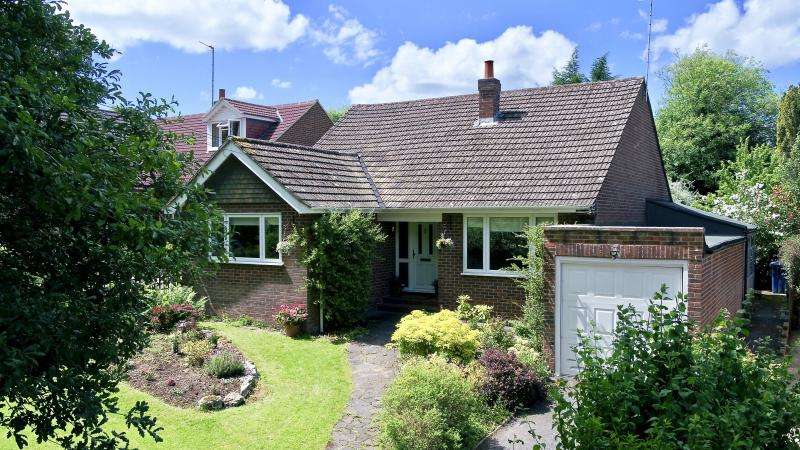3 Bedrooms Detached Bungalow for sale in New Road, Little Kingshill HP16