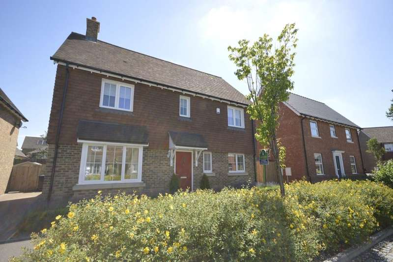4 Bedrooms Detached House for sale in Alexander Road, Harrietsham, Maidstone, ME17
