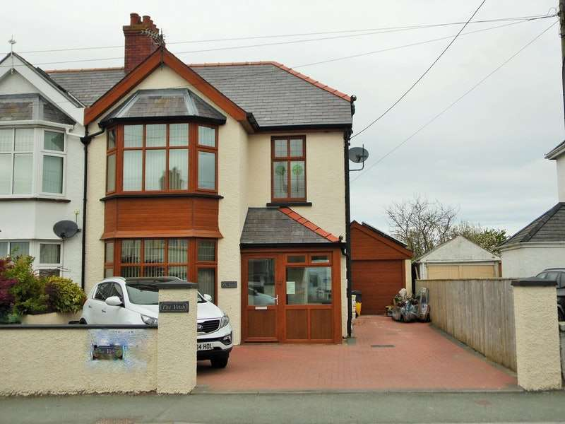 3 Bedrooms Semi Detached House for sale in Aberystwyth Road, Cardigan, Ceredigion, SA43