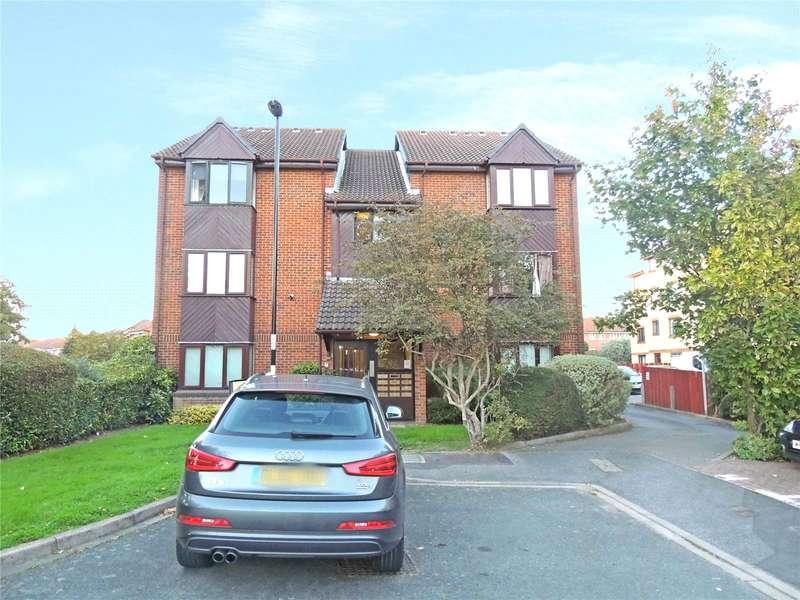 Apartment Flat for sale in Redgrave Close, Croydon