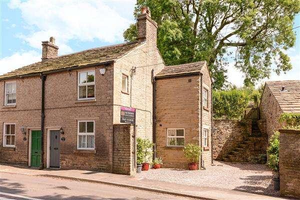 2 Bedrooms Semi Detached House for sale in Kerridge End, Rainow Road, Macclesfield