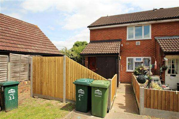 2 Bedrooms Maisonette Flat for sale in Westland Close, Stanwell Village
