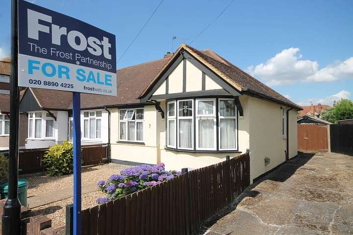 2 Bedrooms Semi Detached House for sale in Parkfield Crescent, Feltham, TW13