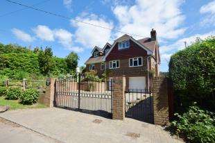 4 Bedrooms Detached House for sale in Stunts Green, Herstmonceux, Hailsham, East Sussex