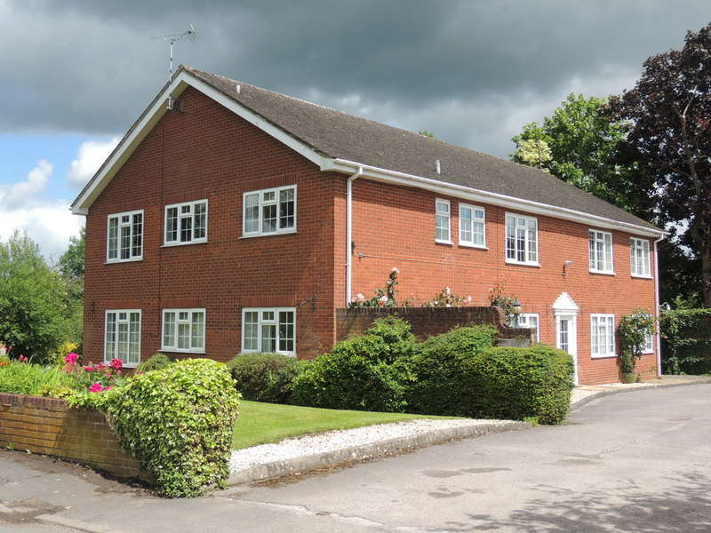 2 Bedrooms Flat for sale in Mill Lane, Lapworth, Solihull