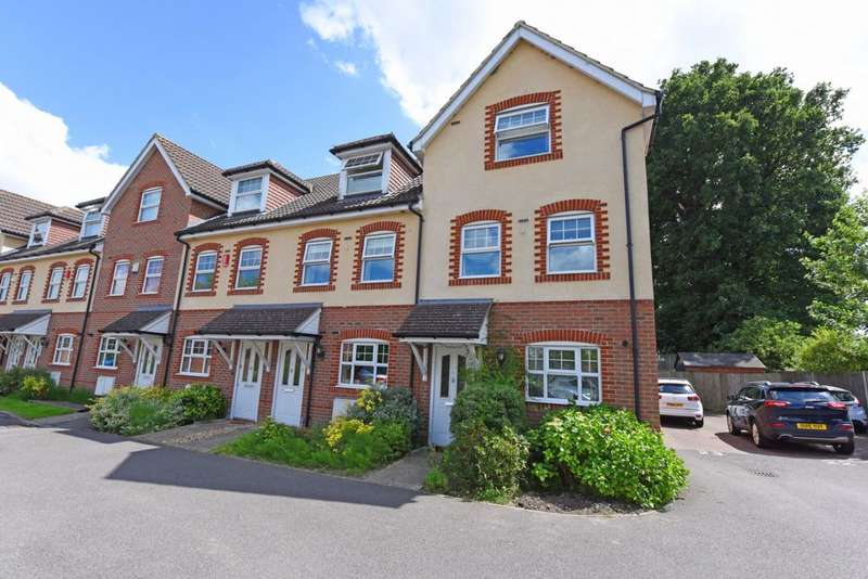 3 Bedrooms End Of Terrace House for sale in Glenwood Court, Farnborough, GU14