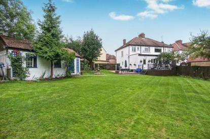 3 Bedrooms Semi Detached House for sale in Church Drive, London