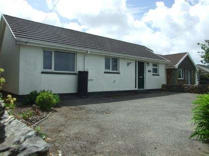 2 Bedrooms Bungalow for sale in Wadebridge, Cornwall