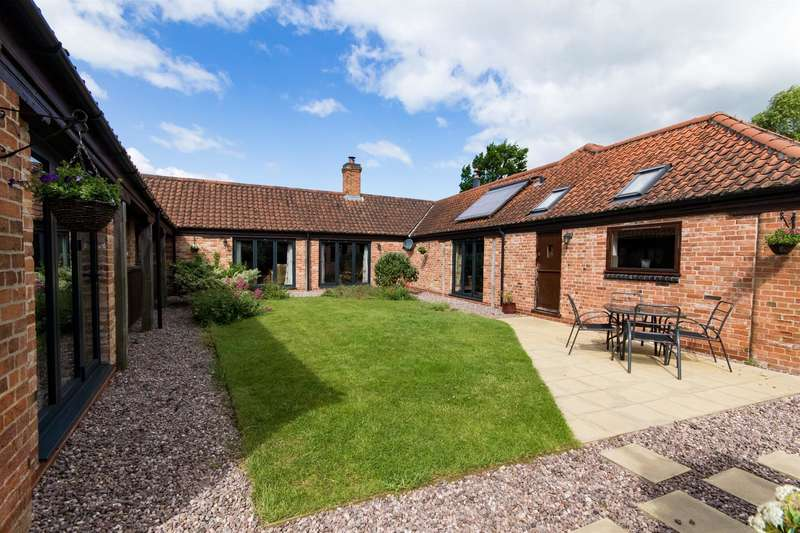 4 Bedrooms Detached House for sale in North Road, Weston, Newark, NG23