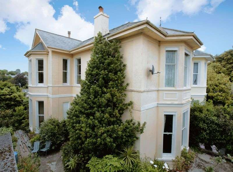 5 Bedrooms Detached House for sale in Kents Road,
