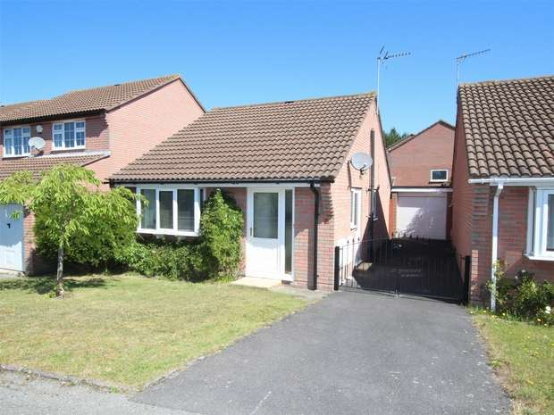 2 Bedrooms Detached Bungalow for sale in Warmwell Close, Canford Heath, POOLE, Dorset