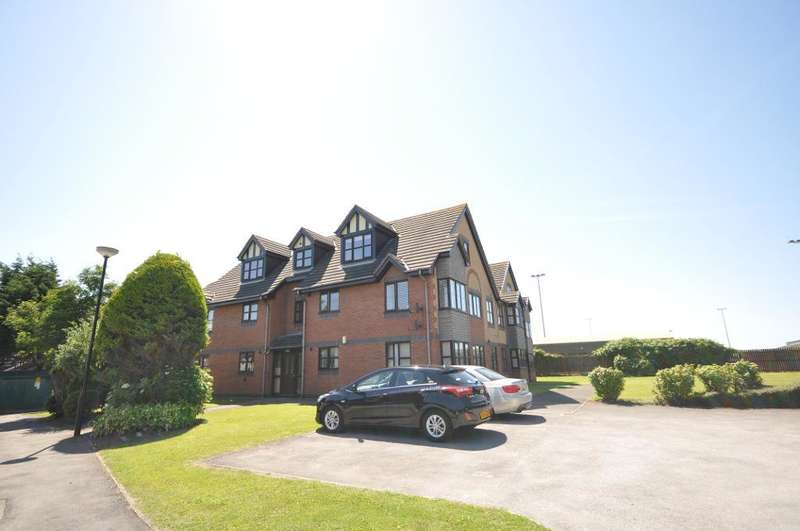 2 Bedrooms Apartment Flat for sale in Oakwood Close, Blackpool, Lancashire, FY4 5FD
