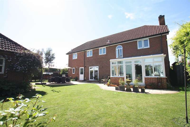 5 Bedrooms Detached House for sale in Lye Green Road, Chesham, Buckinghamshire, HP5 3NB