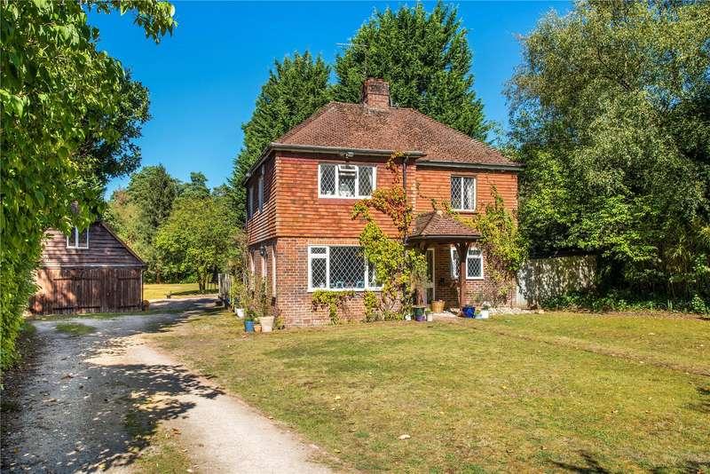 4 Bedrooms Detached House for sale in Sandy Lane, Rushmoor, Farnham, Surrey, GU10