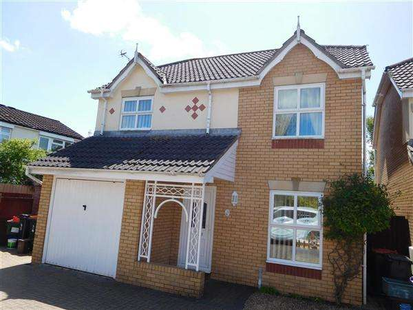 4 Bedrooms Detached House for sale in Grenadier Drive