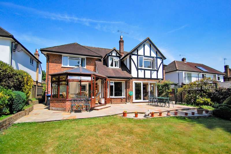 5 Bedrooms Detached House for sale in Fulmer Drive, Gerrards Cross, SL9