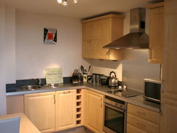 2 Bedrooms Flat for sale in Worsdell Drive, GATESHEAD, Tyne and Wear
