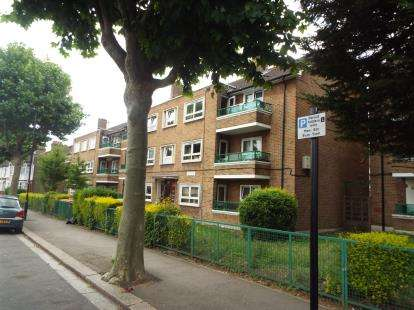 2 Bedrooms House for sale in Manor Park, London
