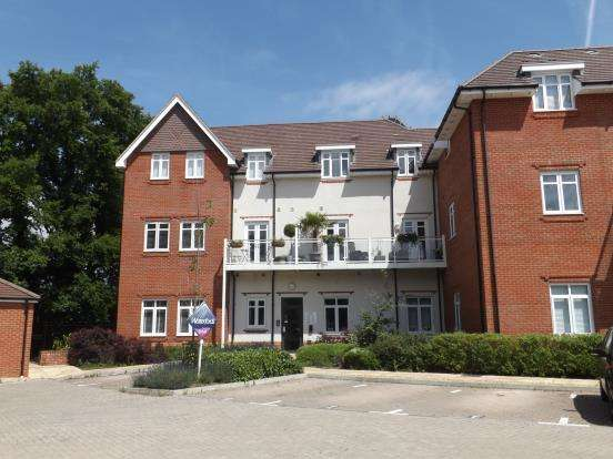 1 Bedroom Flat for sale in Bramall Place, Jubilee Drive, Fleet