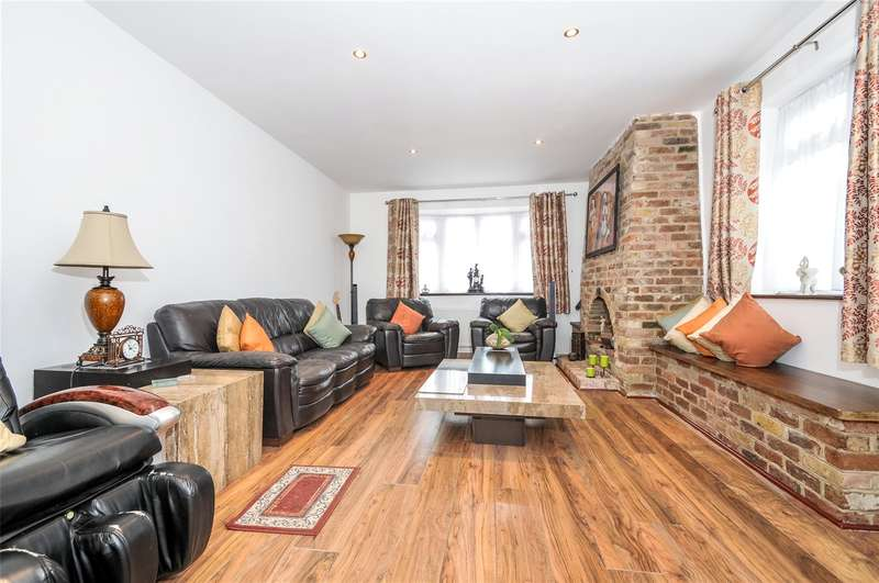4 Bedrooms Bungalow for sale in Richmond Gardens, Harrow, Middlesex, HA3