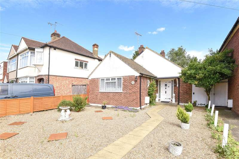 2 Bedrooms Bungalow for sale in Queens Road, Hayes, Middlesex, UB3