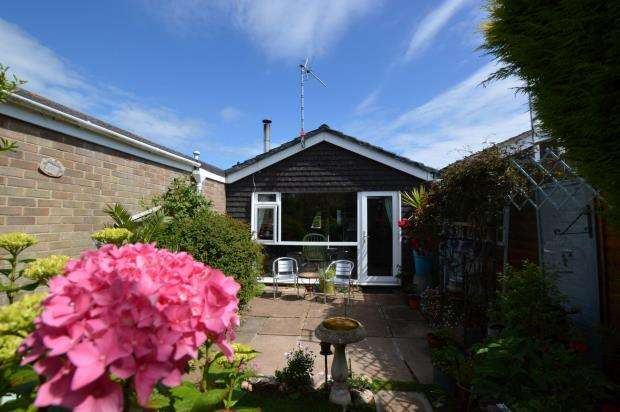 2 Bedrooms Terraced Bungalow for sale in Cumberland Green, Brixham, Devon