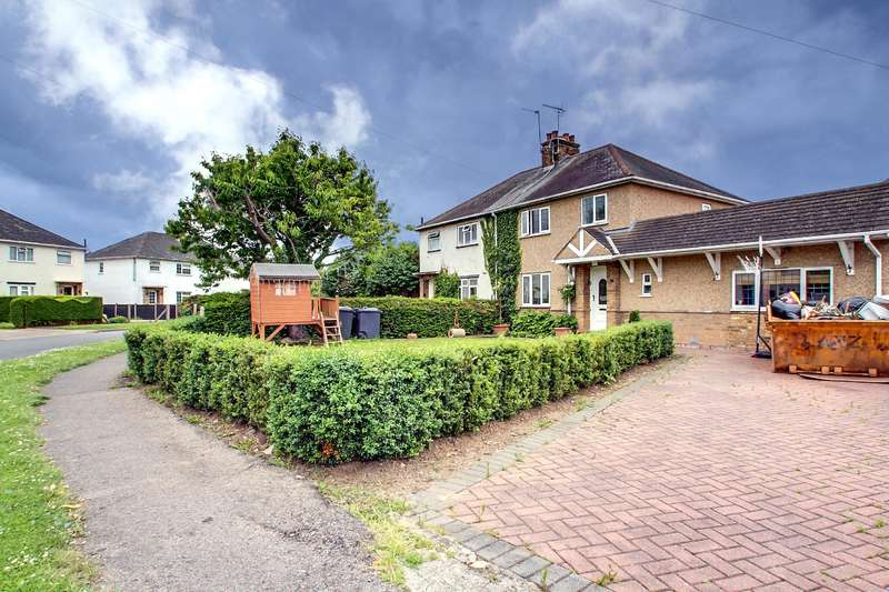 4 Bedrooms Semi Detached House for sale in Cowley Cresent, Uxbridge, Middlesex, UB8 2HE