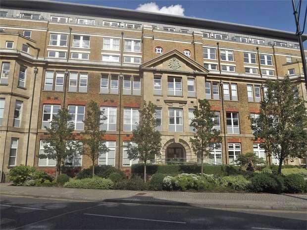 3 Bedrooms Flat for sale in 22 Cadogan Road, London
