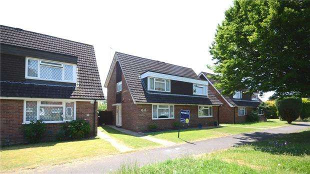 3 Bedrooms Semi Detached House for sale in Carters Rise, Calcot, Reading