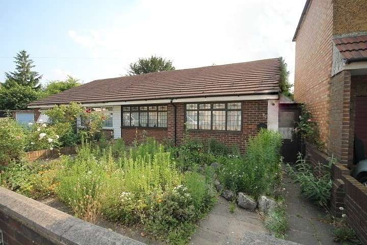 2 Bedrooms Bungalow for sale in Harlington Road East, Feltham, TW13