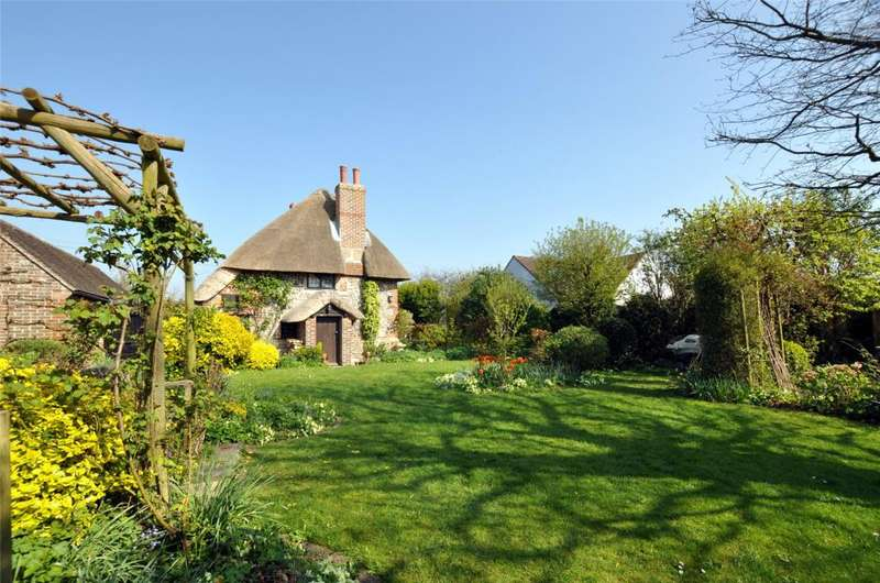 4 Bedrooms Detached House for sale in Inlands Road, Nutbourne, Chichester, West Sussex, PO18