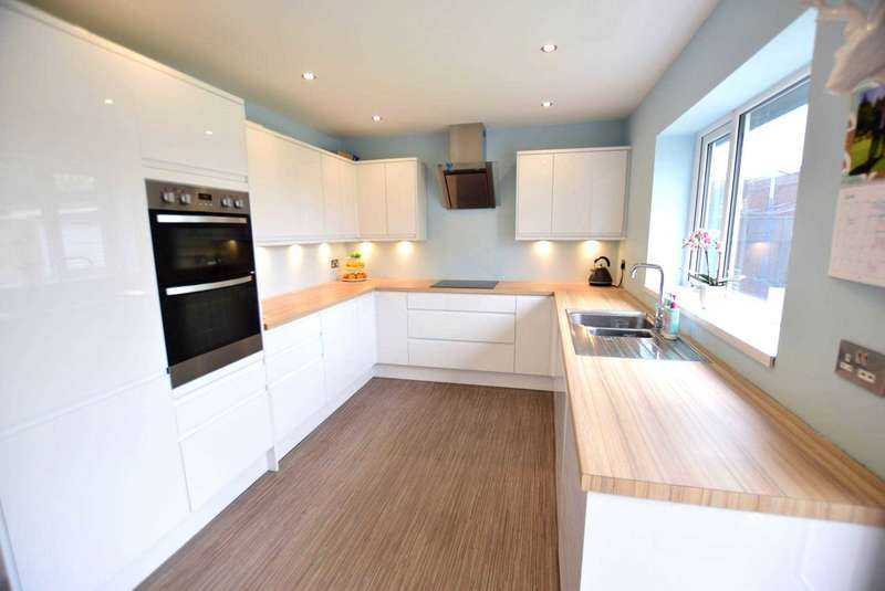 3 Bedrooms Semi Detached House for sale in Ansbro Avenue, Freckleton