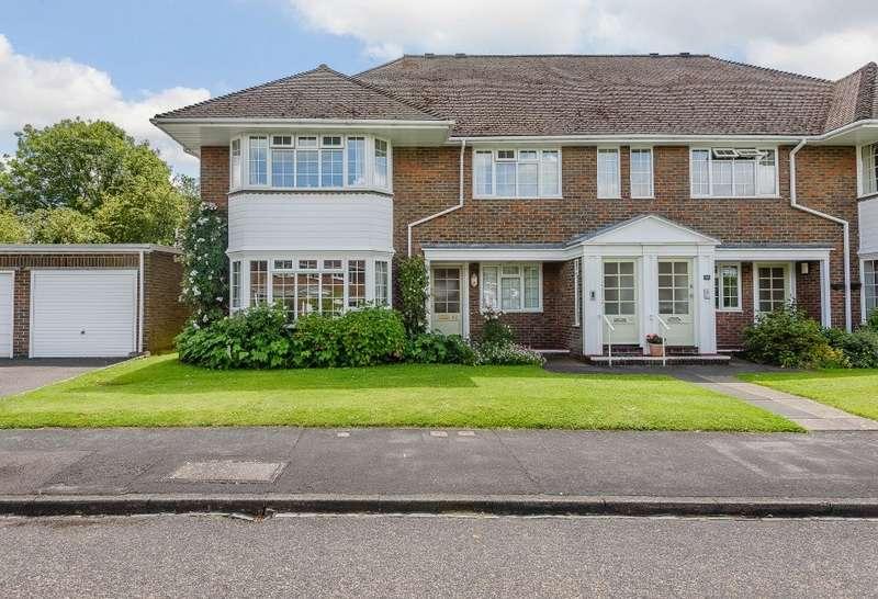 3 Bedrooms Apartment Flat for sale in Farnham