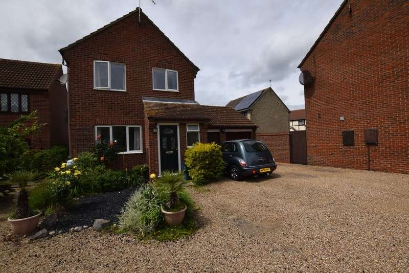 3 Bedrooms Detached House for sale in Berkley Close, Colchester, Essex, CO4