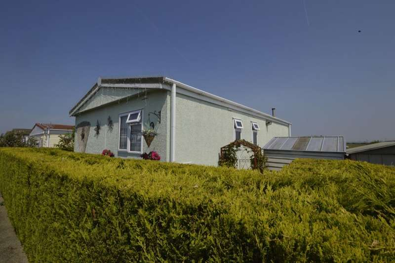 3 Bedrooms Detached Bungalow for sale in Kingsmead Park, Allhallows, Rochester, ME3