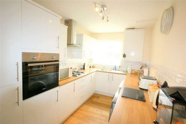 2 Bedrooms Flat for sale in Amanda Court, Edward Way, Ashford, Middlesex