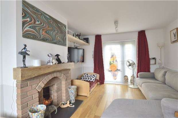 3 Bedrooms Semi Detached House for sale in TEWKESBURY, Gloucestershire, GL20 5ED