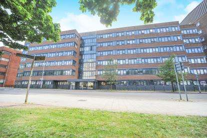 2 Bedrooms Flat for sale in Guild House, Farnsby Street, Swindon, Wiltshire