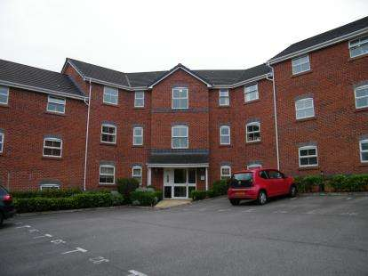 2 Bedrooms Flat for sale in Eaton Court, Wrenbury Drive, Northwich, Cheshire