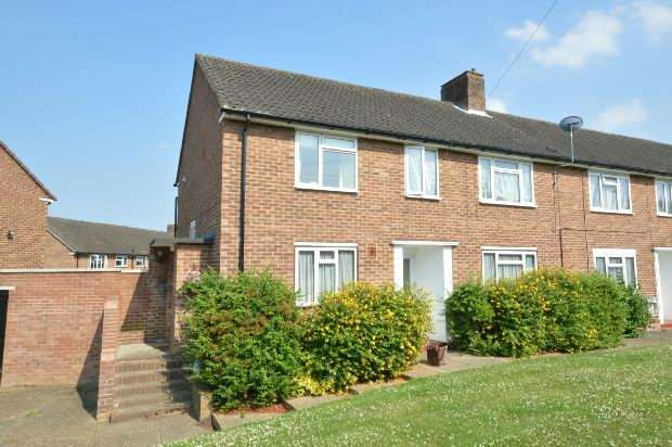 2 Bedrooms Maisonette Flat for sale in Albury Road, Chessington