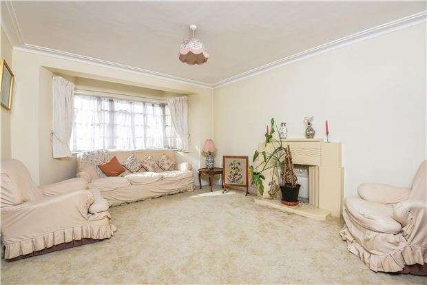 3 Bedrooms Flat for sale in Streatham Court, Streatham High Road, LONDON, SW16