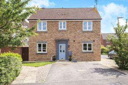 3 Bedrooms Detached House for sale in Kingfisher Drive, Cheltenham, Gloucestershire, Cheltenham
