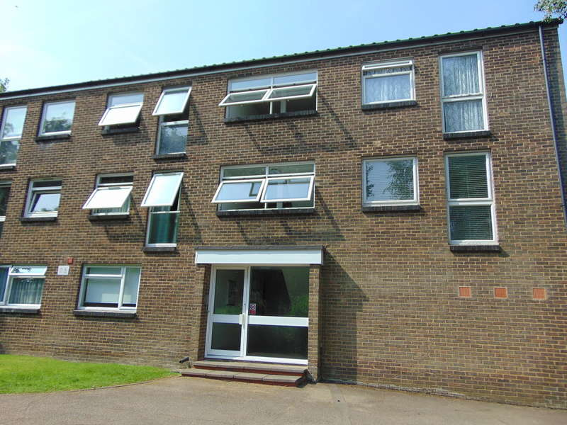 1 Bedroom Ground Flat for sale in Woodpecker Mount, Pixton Way, Forestdale, CR0 9JE