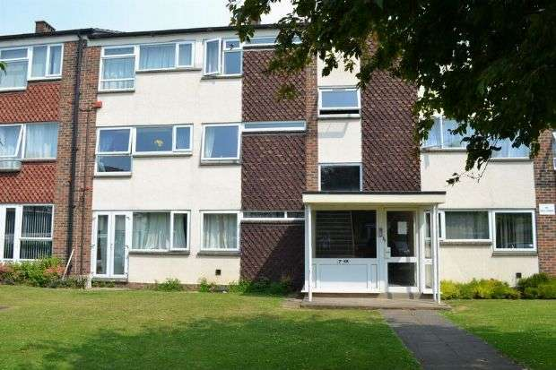 2 Bedrooms Flat for sale in Cliftonville Court, Cliftonville, Northampton NN1 5BY