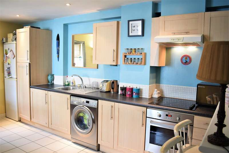2 Bedrooms Apartment Flat for sale in The Garden House, 114 High Street, Manchester, M4 1HQ